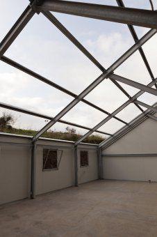 Capannone con struttura in acciaio e tetto fotovoltaico for Capannone tetto spiovente