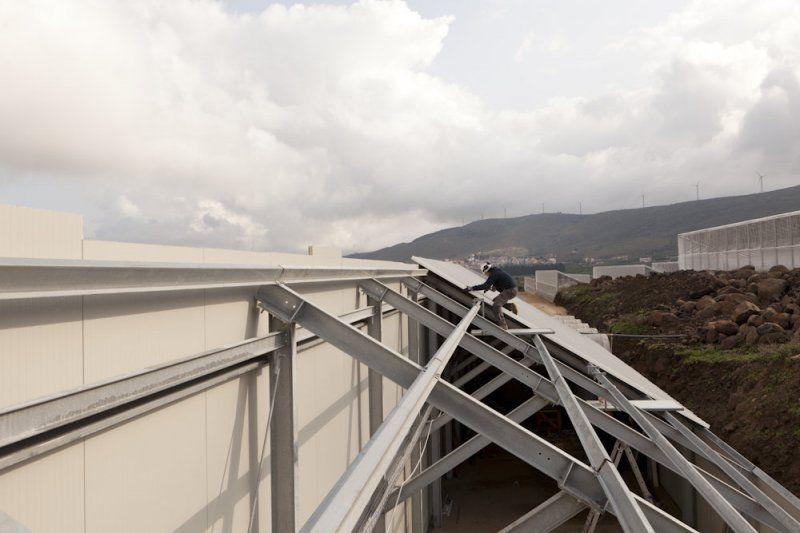 Capannone con struttura in acciaio e tetto fotovoltaico
