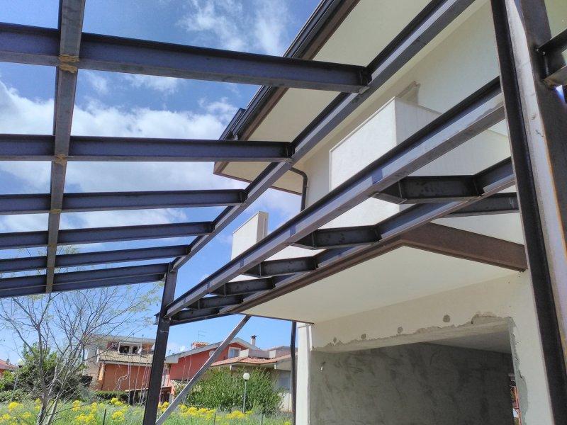 struttura in carpenteria metallica con travi IPE e HEA