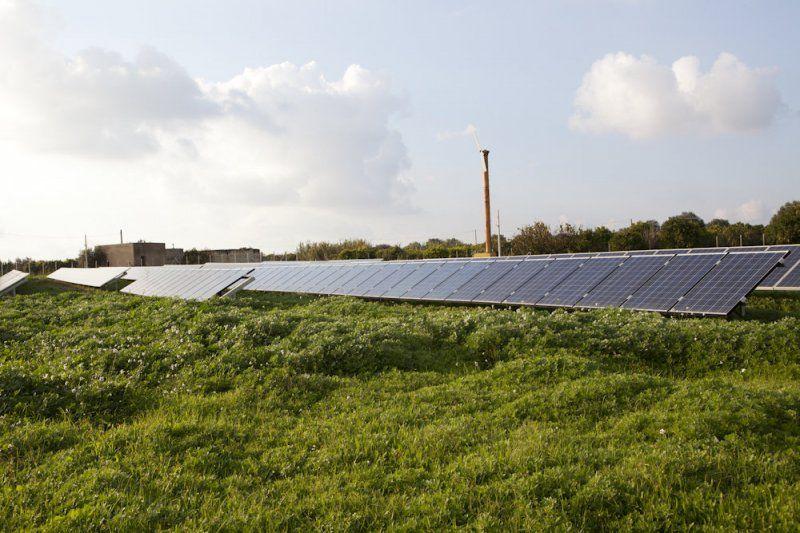 Impianto per pannelli fotovoltaici e box per inverter