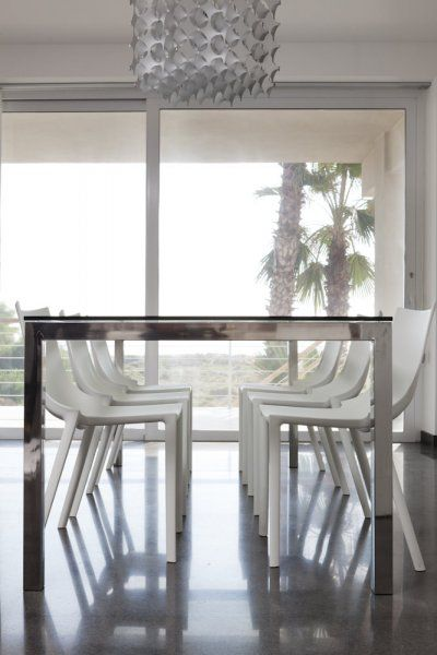 Tavolo in acciaio inox e vetro temperato lucidato a specchio